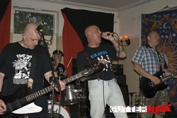 Ghirardi Music, News and Gigs: The Warriors - 4.6.11 The Castle, Sheerness, Kent